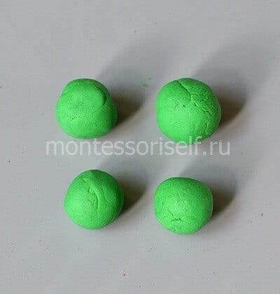 Четыре светло-зеленых шарика