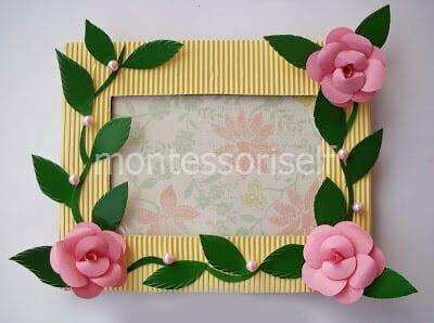 Рамка для фотографий с цветами из бумаги