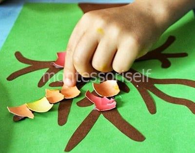Цветные листики из скорлупок