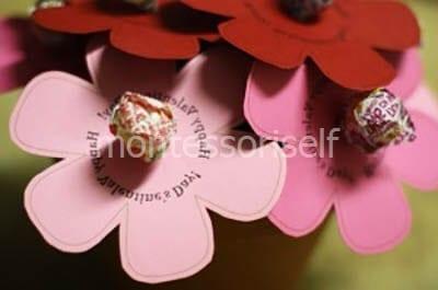 Размещаем цветы-конфеты в горшочке