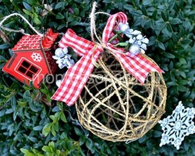 Шарик на новогодней елке