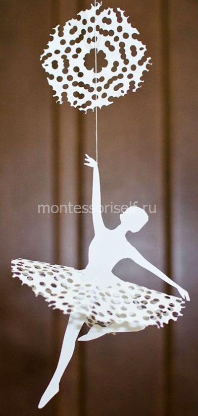 Снежинка-балеринка с обычной снежинкой