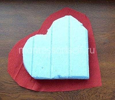 Оборачиваем картон гофрированной бумагой