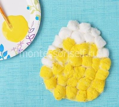 Раскрашиваем ватные шарики