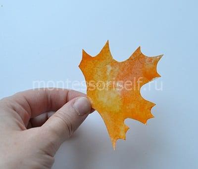 Вырезаем кленовый лист