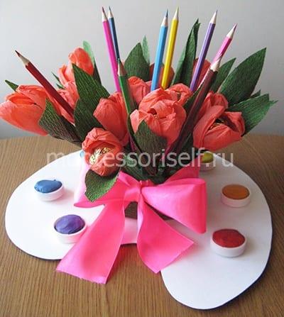 Осенний букет с цветами и карандашами