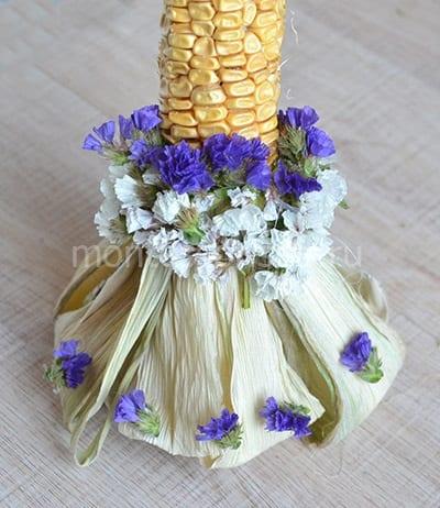 Закрепляем синие цветочки