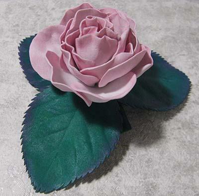 Розочка из фоамирана в подарок на День Матери