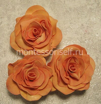 Три розы из листиков