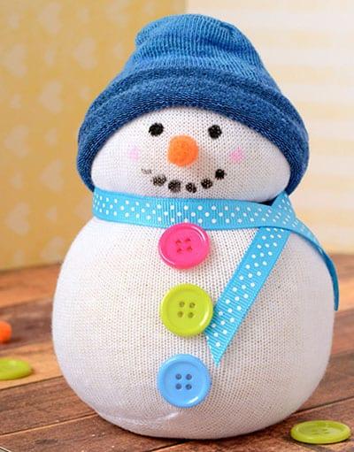Зимняя поделка снеговик из носка