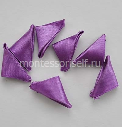 Треугольники из фиолетовой ленты