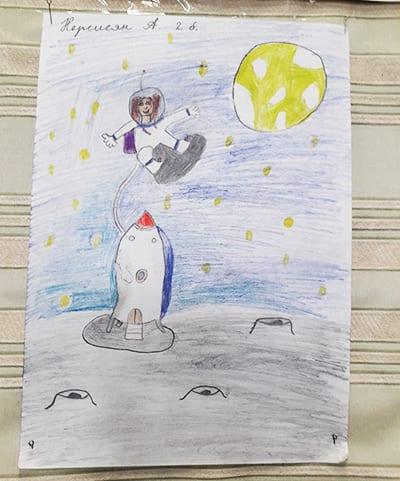 "Рисунок на День Космонавтики ""Человек на луне"" (карандаш)"