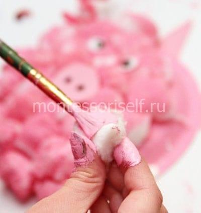 Окрашиваем ватные шарики