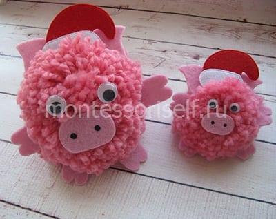 Свинки из помпонов