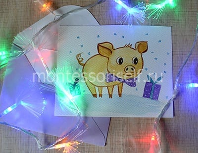 Новогодняя открытка с нарисованной свинкой