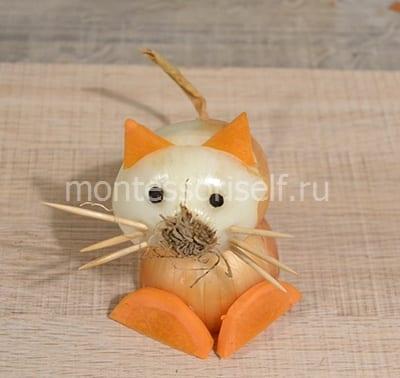 Котик из лука и морковки