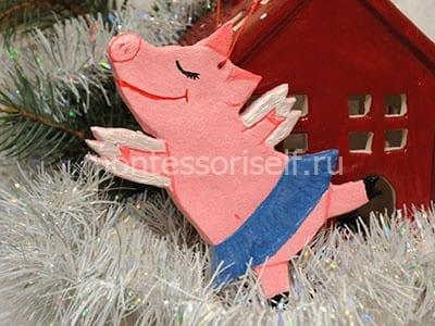 Свинка с крылышками из соленого теста на Новый Год