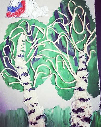 Аппликация и рисунок с использованием риса и макарон