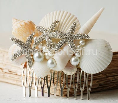 Barrette of shells and beads