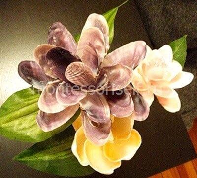 Цветок из сиреневых ракушек