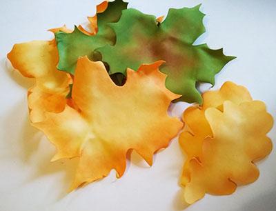 Листья из фоамирана разных цветов