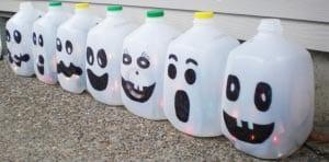 Привидения из пластиковый бутылок