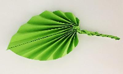 Зеленый лист из бумаги