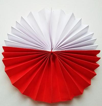 Заготовка из красной и белой бумаги