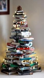 Елка в виде стопки книг