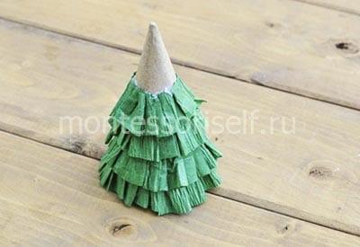 Еловые ветви из гофрированной бумаги