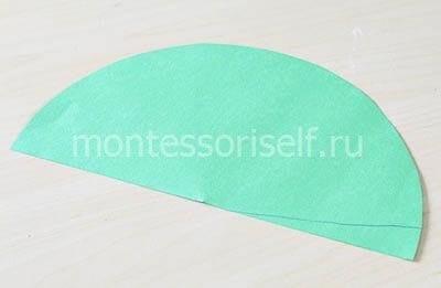 Полукруг из зеленой бумаги
