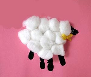 Поделка овечка из ваты с отпечатком руки