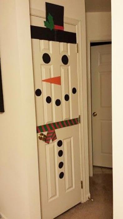 Снеговик на двери