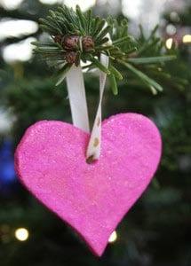 Украшение на елку сердечко из соленого теста