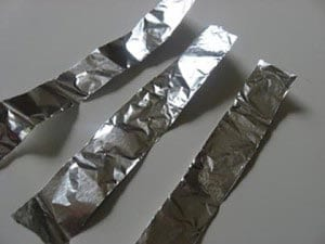 Вырезаем полоски из фольги