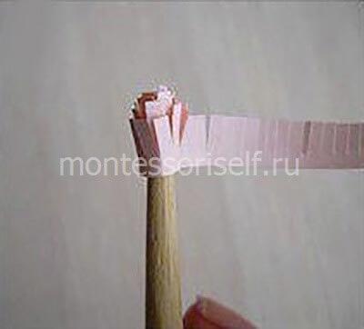 Накручиваем бумажную бахрому на карандаш