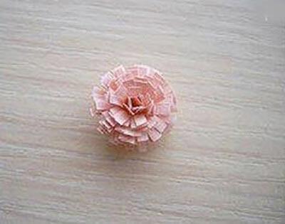 Получается бумажный цветок