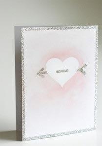 Украшаем открытку блестками и сердечком