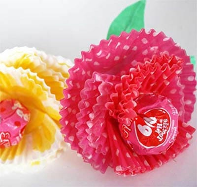 Можно вместо бумажного цветка использовать формочки от кексов