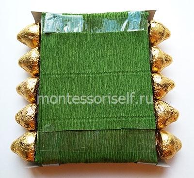 Основа поделки с гусеницами из конфет
