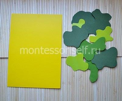 Желтая бумага и пятна из зеленой бумаги