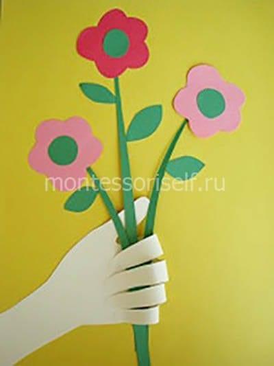 Аппликация с цветами и ладошкой