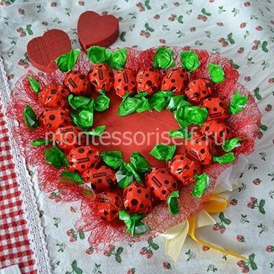 Сердце из конфет на 8 марта