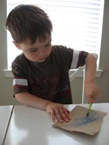 Раскрашиваем лист картона