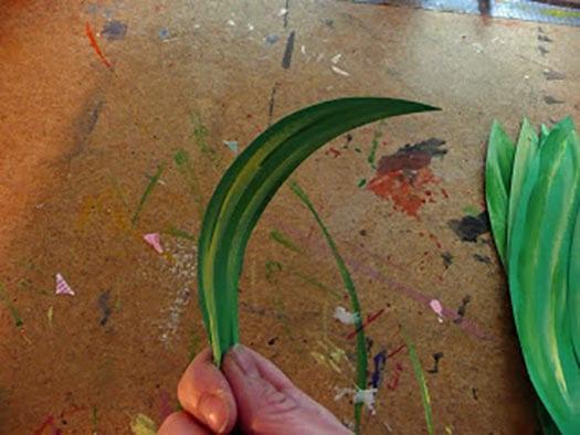 Раскрашиваем будущий лист растения