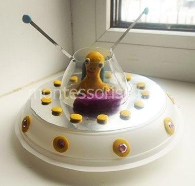 Космический корабль из пластиковых тарелок