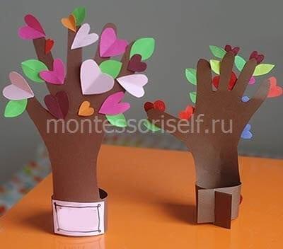 Весеннее цветущее дерево из ладошки
