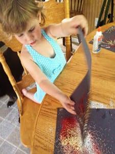 Детям понравиться творить с блестками