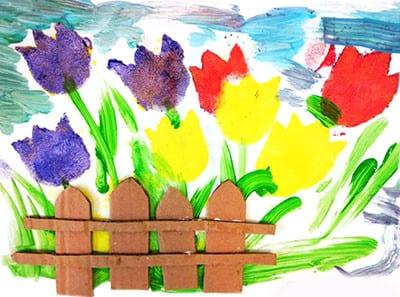 Красивый сад с забором