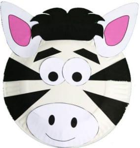 Зебра из одноразовой тарелке